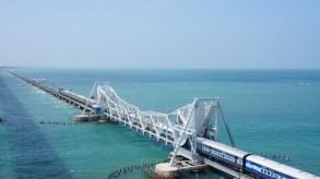 Für die größeren Schiffe wird die Brücke zu bestimmten Zeiten geöffnet
