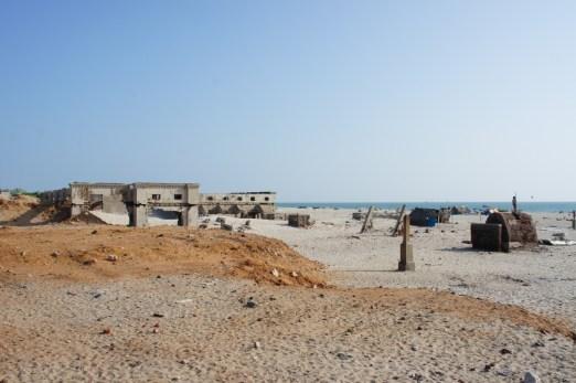 1964 zerstörte ein Zyklon Danushkodi. Übrig geblieben sind ein paar Ruinen, u.a. der Bahnhof und die Kirche