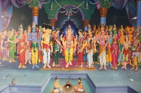 Die Deckenbemalung im Eingang zum Sri Manakula Vinayagar-Tempel in Pondicherry