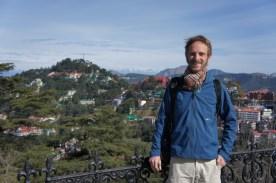 Das bin ich - und im Hintergrund die Ausläufer des Himalaya-Gebirges