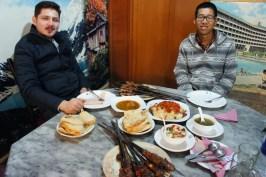 ... mein (bereits oft erwähnter, aber nie bildlich gezeigter) Gastgeber Jahandad und ein chinesischer Couchsurfer...