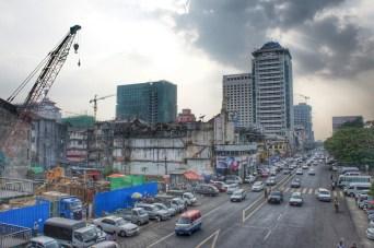 Schwupp, da ist das Haus weg! - Und ein Neues da. In Yangon wird wie verrückt gebaut