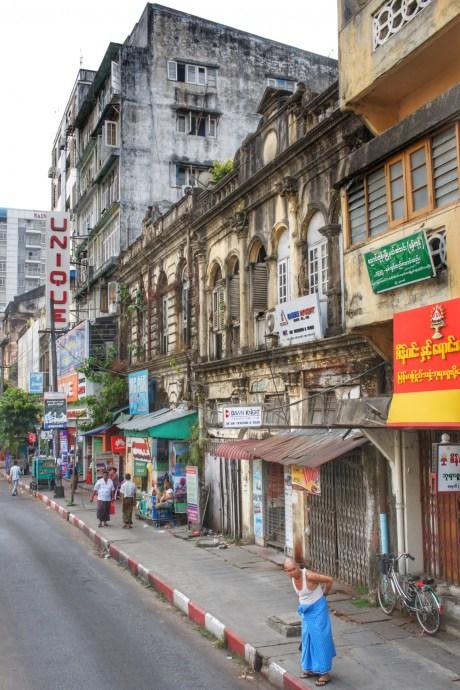 In der Innenstadt Yangons finden sich zahlreiche Gebäude aus der Kolonialzeit