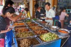 Das Essen im Shan State ist besonders gut. An dieser Raststätte an der Burma Road besteht eine ziemlich große Auswahl