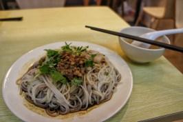 Spaghetti mit Stäbchen –und nicht mit Löffel und Gabel