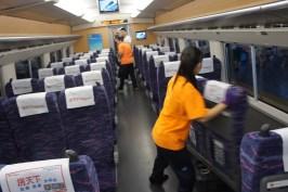 In Chinas Hochgeschwindigkeitszügen sitzen Reisende immer in Fahrtrichtung, denn die Sitze werden bei Richtungswechsel umgedreht