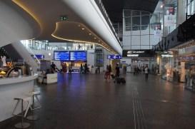 Auch in Polen gibt es mittlerweile schicke Bahnhöfe, wie hier Warszawa Centralna
