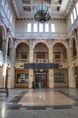 Sehr beeindruckend: das stalinistische Bahnhofsgebäude von Ruse –hier die Empfangshalle.