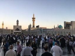 Besuch des Haram. Der Shrine von Imam Reza zieht jährlich etwa 20 Millionen Pilger an.