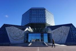 Die Nationalbibliothek von Weißrussland gehört zu den beeindruckendsten Landmarken der Republik.