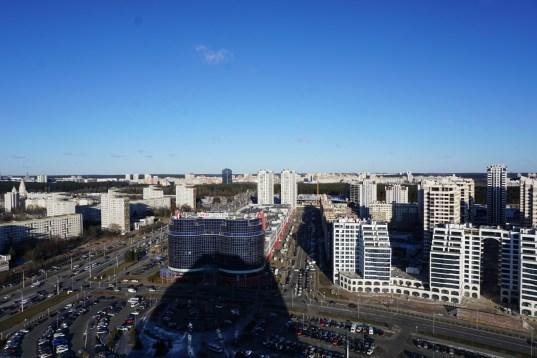 Alt neben neu: auf der linken Seite die gigantischen Wohnblocksiedlungen aus Sowjetzeiten, rechts in der Fertigstellung begriffene, moderne Appartments