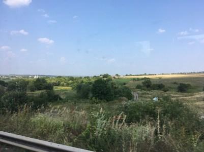 Weite Landschaft mit zum Teil noch bewohnten Dörfern.