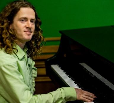 Concert singer-songwriter Roon Staal in Ferwoude