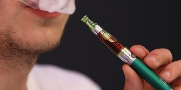 تحذير.. السجائر الإلكترونية تسبب الغيبوبة والتسمم
