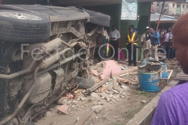 Car Tumbles Into Shop At Durbar Junction , Amuwo-2