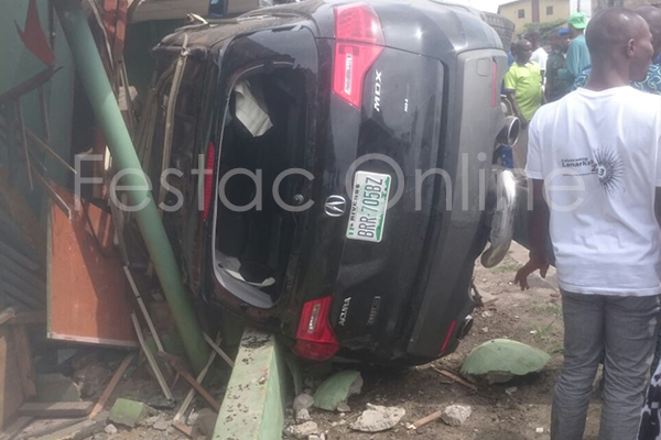 Car Tumbles Into Shop At Durbar Junction , Amuwo-3