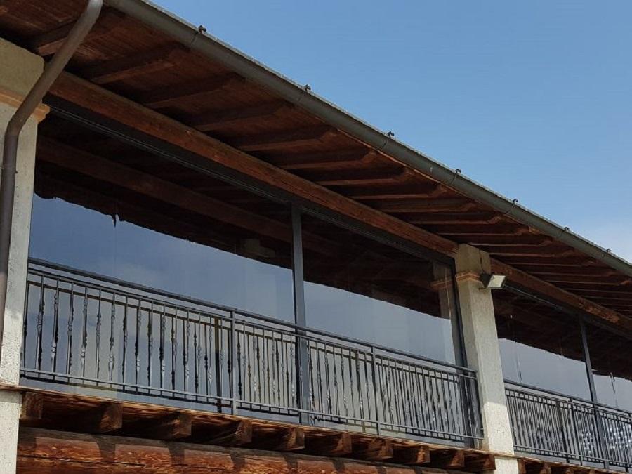 Le tende a pergola hanno una struttura fissa. Tende A Rullo Per Esterni Con Guide Laterali Prezzi Su Misura