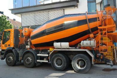 gruszka z betonem posadzkowym