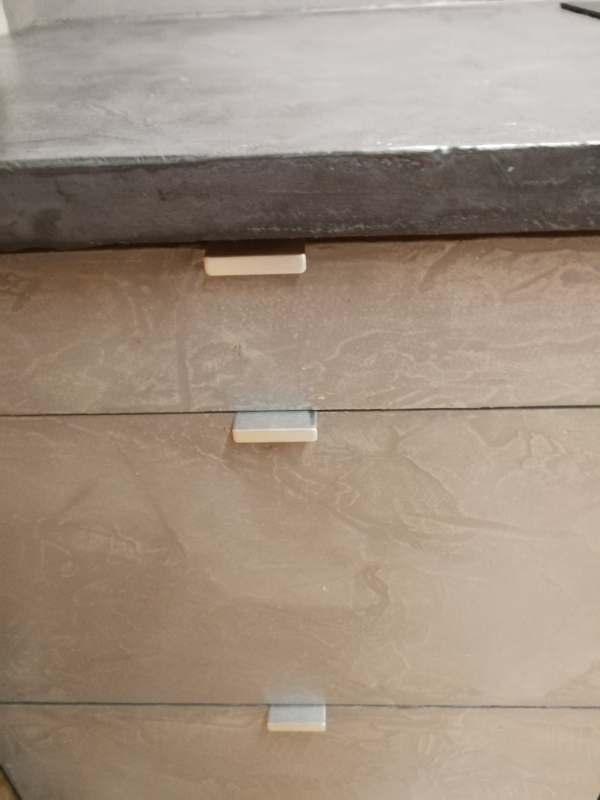 beton w kuchni. Betonowe fronty szafek