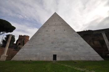 L'antica camera sepolcrale della Piramide Cestia. Apertura speciale del monumento simbolo del quartiere Ostiense