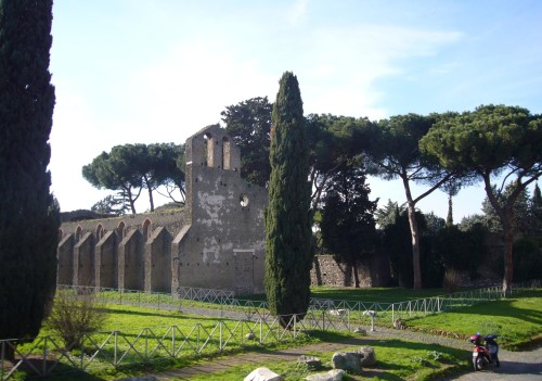 Appia_Antica_-_s_Nicola_a_cecilia_Metella_1010250