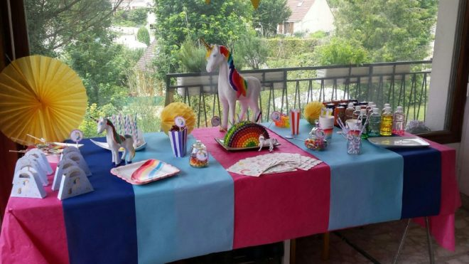 Table Licorne Arc en ciel