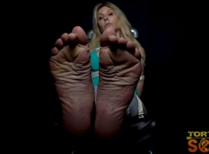 Agatha Delicious: Flexing Feet Reveal Her Feelings Under the Cane