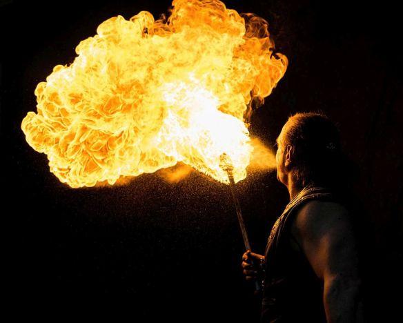 Feuershow krakau am see Feuerspucker Rick der feurige