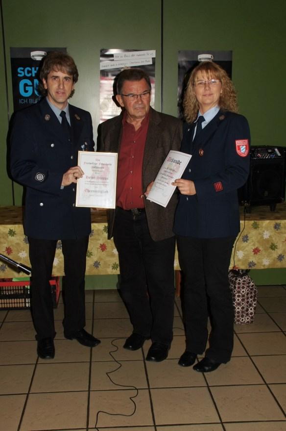 Ehrenmitglied Heinz Stoppa mit 1. Vorsitzender und 1. Kommandanten