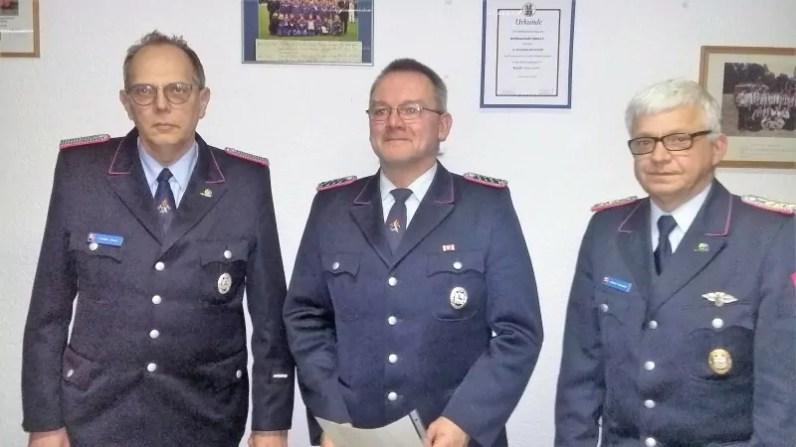 Von links stv. Kreisbrandmeister Torsten Urban,Olaf Erichsen, Bereichsbrandmeister Ottmar Kondora