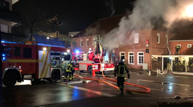 """Feuer zerstört Gaststätte """"Zur Linde"""" in Lohne"""