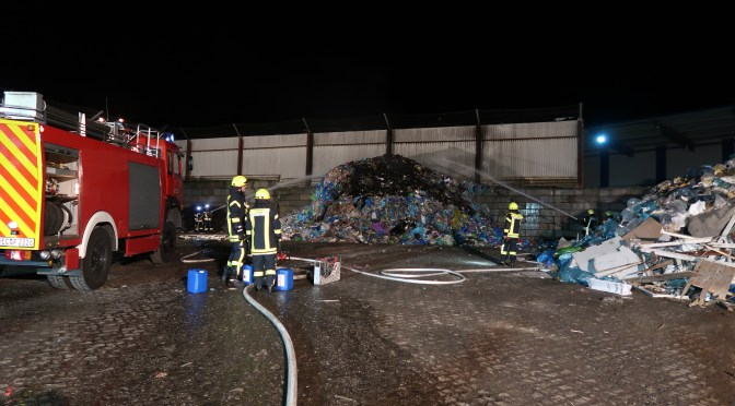Abfälle brennen auf Recyclinghof in Lohne