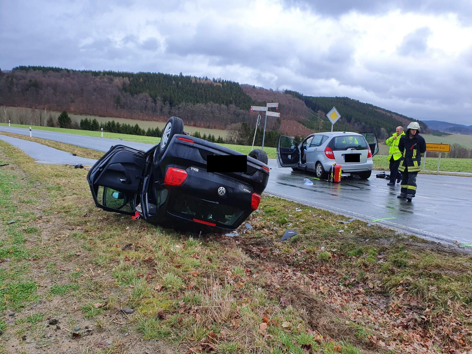 Schwerer Verkehrsunfall mit drei Verletzten an der Einmündung Kreisstraße 31/25 zwischen Wormbach und Berghausen