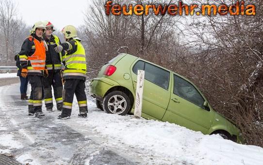 Unfall auf schneeglatter Fahrbahn der S5