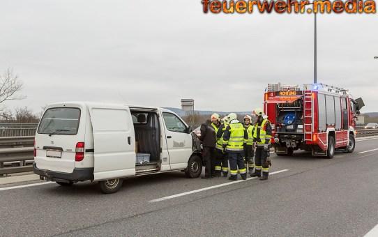 Unfallfahrzeuge von der Feuerwehr wieder flott gemacht