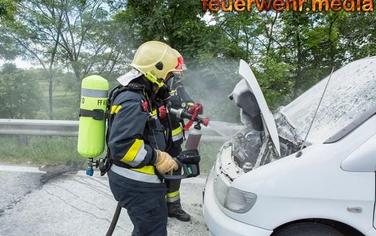 Pkw-Brand auf der B37 mit Feuerlöscher eingedämmt