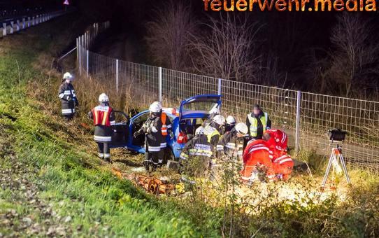 Pkw-Lenker nach Unfall bewusstlos im Fahrzeug