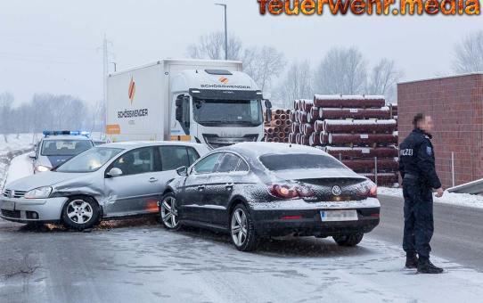 Fahrzeugbergung nach Verkehrsunfall mit zwei Fahrzeugen in Lerchenfeld