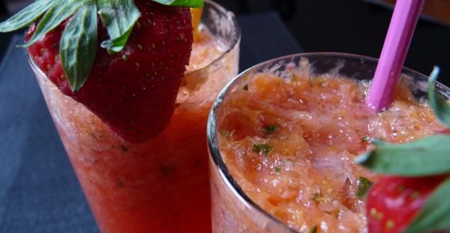 smoothie-fraise-pamplemousse-feuille-de-choux
