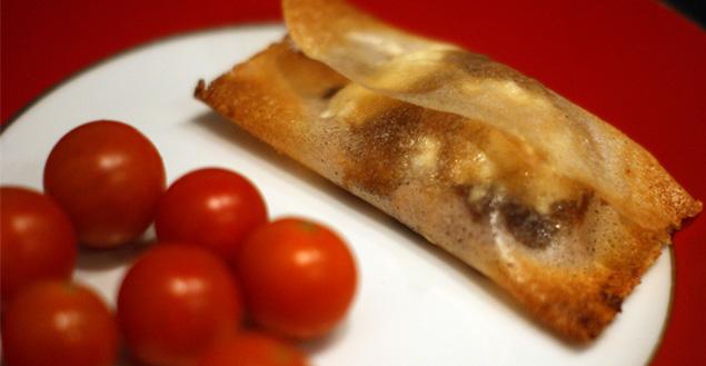 Bonbon croustillant de chèvre, confit d'oignon et pain d'épices – Feuille de choux