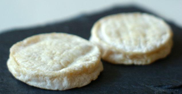 Rocamadour, fromage de chèvre - Feuille de choux