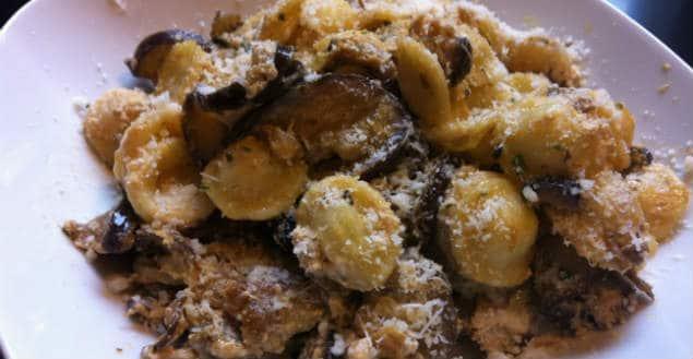 Orecchiette aux aubergines parmesan-Feuille de choux