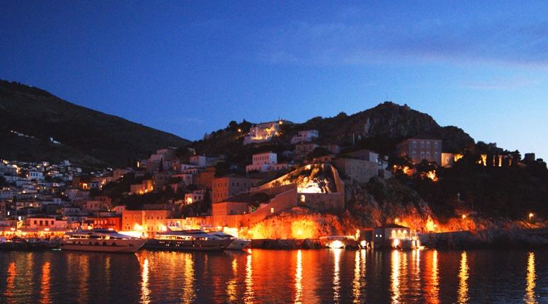 hydra ile grece port de nuit- Feuille de choux