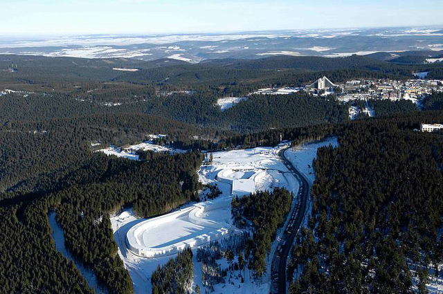 Skifahren das ganze Jahr in der DKB-Skihalle (Tourismus GmbH Oberhof)