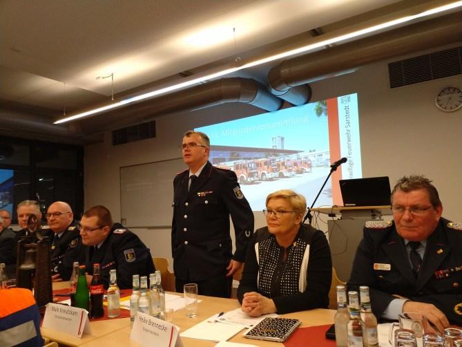 Ortsbrandmeister Maik Kreutzkam eröffnet die 139. Mitgliederversammlung der Ortsfeuerwehr Sarstedt