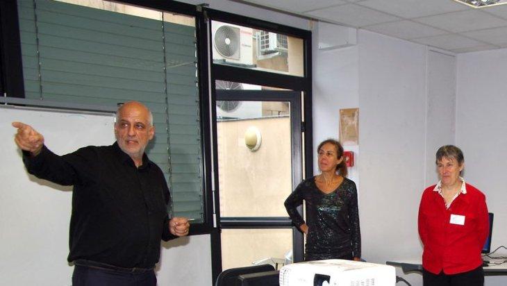 Daniel Girard, formateur et créateur de la clé USB DYS, Catherine Juston-Coumat et Lætitia Branciard de l'association Apedys./ Photo DDM