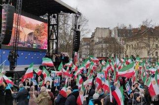 Demonstration i Paris till stöd för regimkritiska protester i Iran