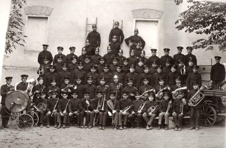 Mitglieder der Musikkapelle und Freiwilligen Feuerwehr Kürnberg 1924