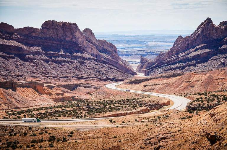 Uth interstate between desert and mountains courtesy of Viktor Janacek PicJumbo