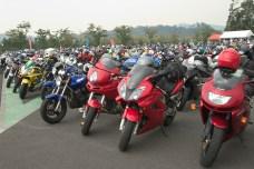 Sur le parking, les motards sont au rendez vous.
